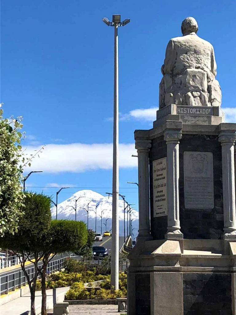 RIOBAMBA ESPECTACULAR desde el monumento a Luis Alberto Costales