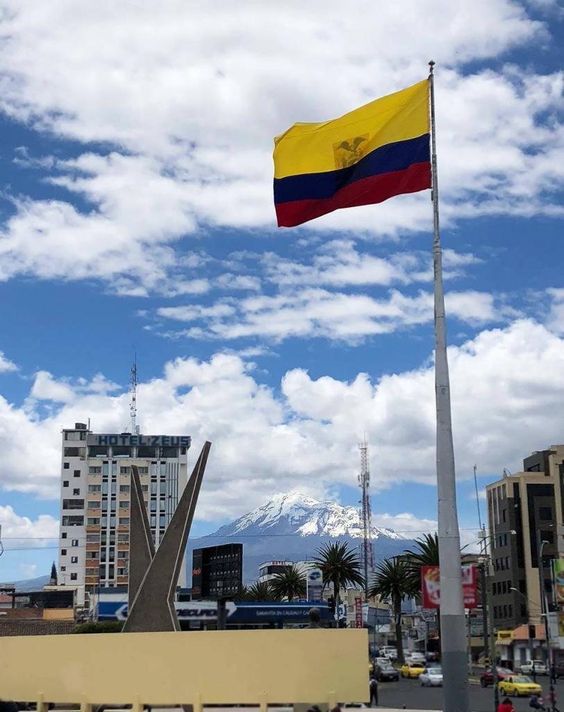 Desde CHIMBORAZO conmemoramos el día de la Bandera Nacional