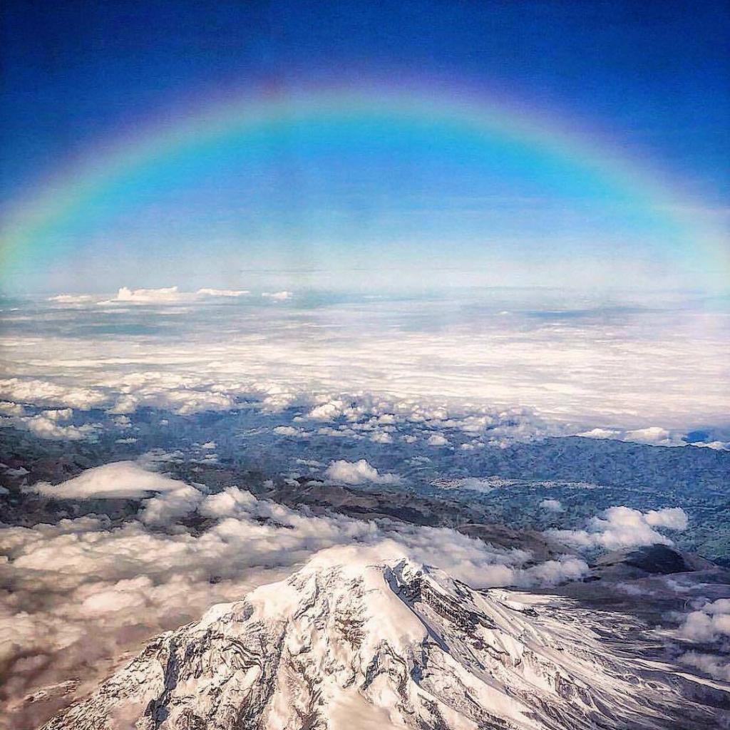 ¡Espectacular toma de la CUMBRE del CHIMBORAZO desde un Drone!