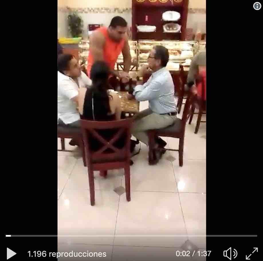 VIDEO: ¡Agreden a Vinicio Alvarado en un local de Guayaquil!