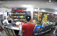 VIDEO  Asaltante se da un tiro a sí mismo por error