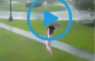 Video: Un rayo casi mata a éste hombre. 🌩 😱😱😱
