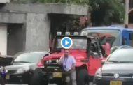 Video: Fuertes imágenes. Hombre es atropellado en Colombia