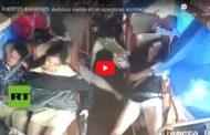 Video: FUERTES IMÁGENES: Autobús vuelca en un aparatoso accidente en China