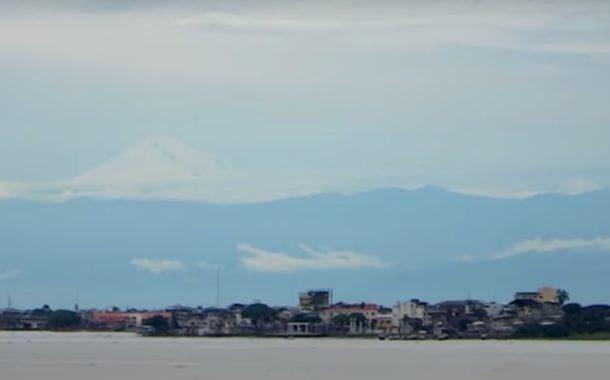 Video: La Cordillera de Los Andes y el majestuoso volcán Chimborazo, visto desde Guayaquil