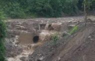 La vía Riobamba - Guayaquil está CERRADA por deslizamiento de tierra