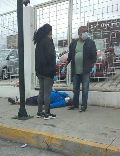 VIDEO: Persona se Desvanece en plena calle en RIOBAMBA hoy