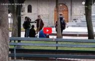 VIDEO: Irresponsabilidad en Riobamba, hoy personas bebiendo en el parque Maldonado.