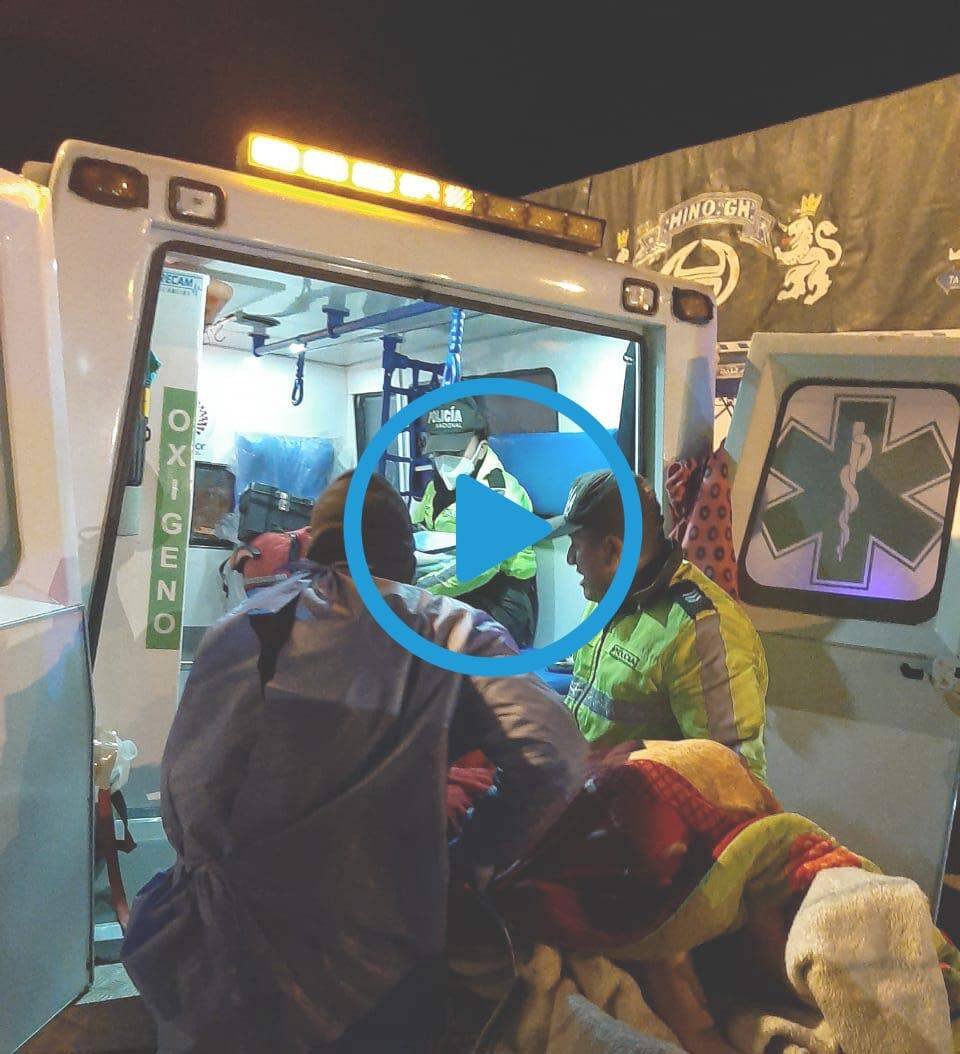 Photo of VIDEO: Mujer da a luz en la vía pública en San Andrés con la ayuda de la policía.